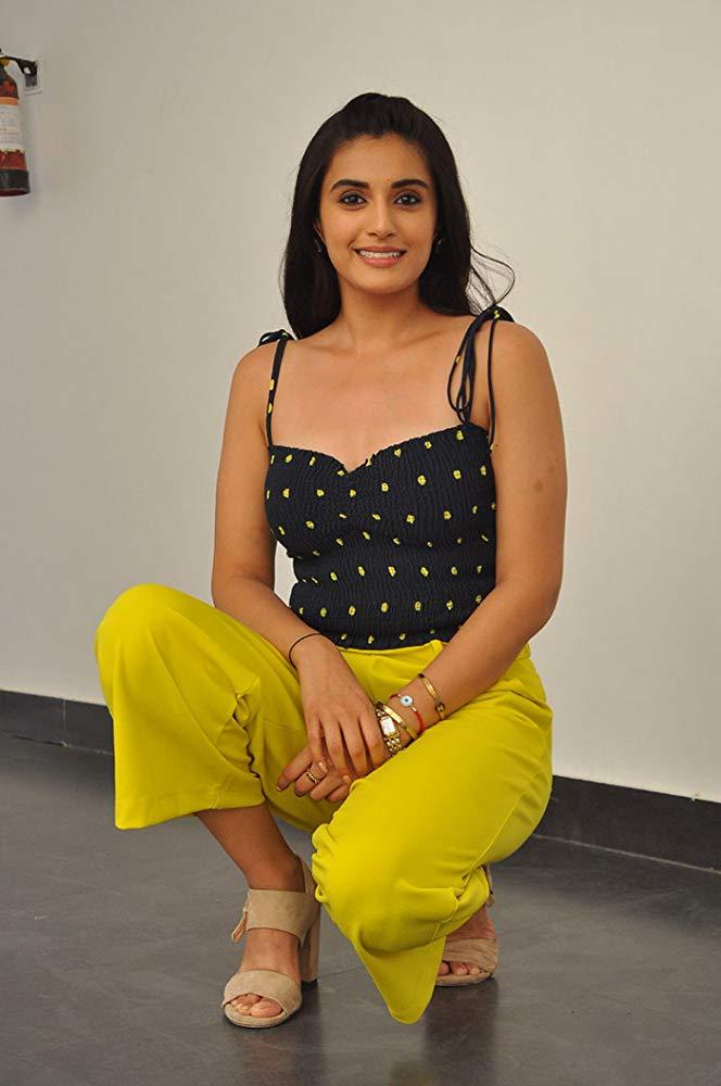 Divyansha Kaushik Life