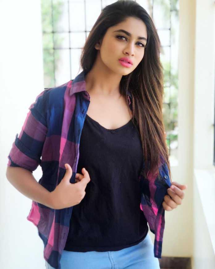 Shivani Narayanan Model